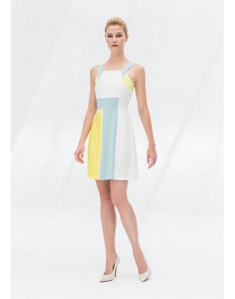 Laura Bernal vestido amarillo combinado