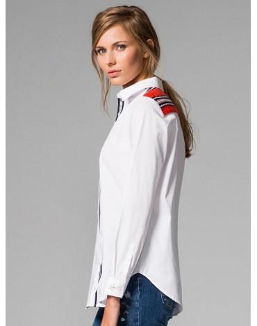 Vilagallo camisa blanca aplicación