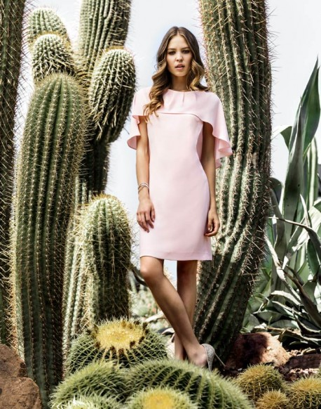 Laura Bernal vestido rosa