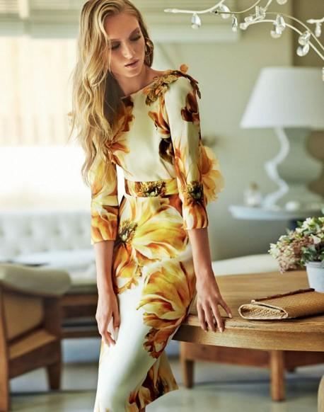 Matilde Cano vestido flores amarillas