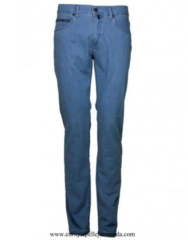 Pertegaz pantalón vaquero azul claro