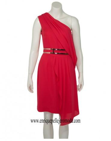 Laura Bernal vestido rojo asimétrico