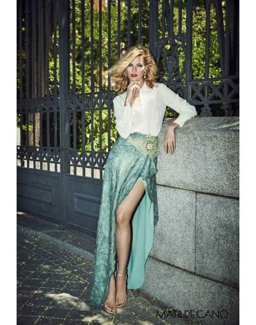 Matilde Cano conjunto falda camisa