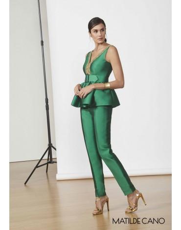 Matilde Cano conjunto verde