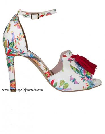 Daniela sandalias multicolor borlas