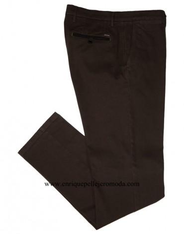 Pertegaz pantalón chino marron dibujo