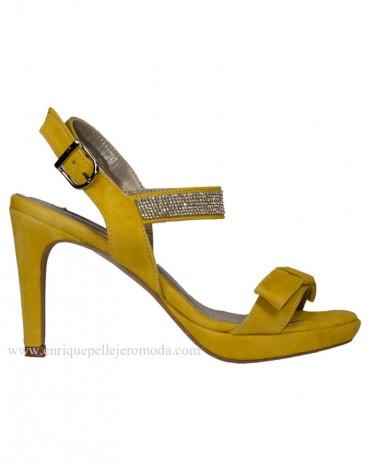 Daniela sandalia amarilla