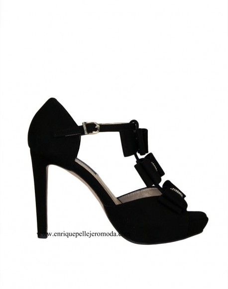 Daniela black high-heeled sandals with bows