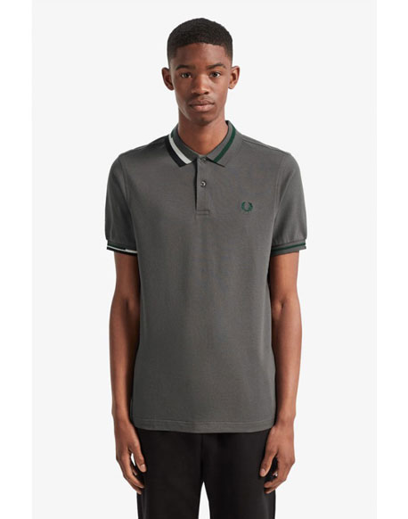Fred Perry polo gris cuello abstracto